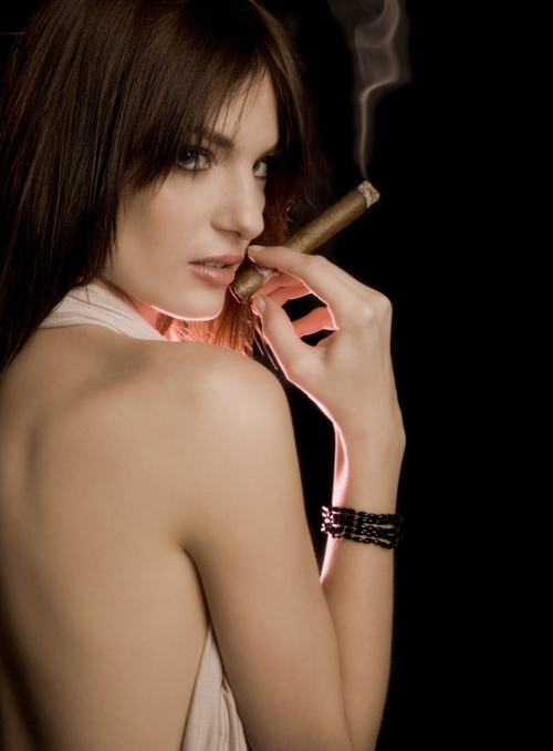 beautiful girl with EVMcigar ... showed nude photo album of a celebrity, so she invited two other nurses ...
